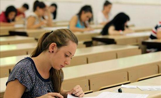 Fotografia de alumnos realizando las pruebas libres en Galicia 2012
